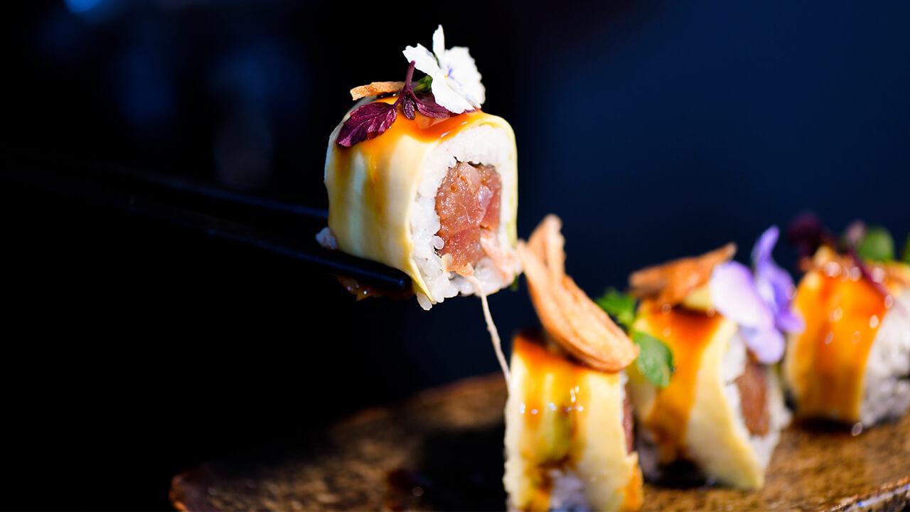 uramaki tartare di tonno speziato